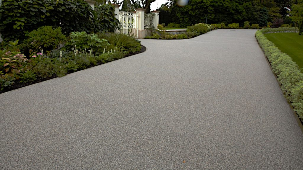 Resin Bound Stone Driveway in Surrey. Silver Granite gravel