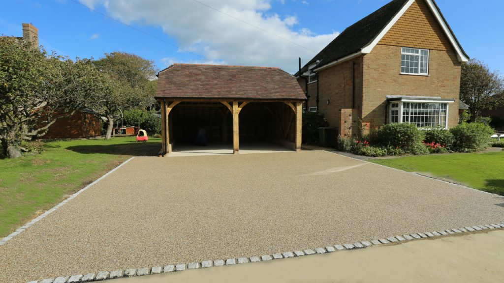 Resin Bond Stone Driveway in Brighton Summer Pearl gravel