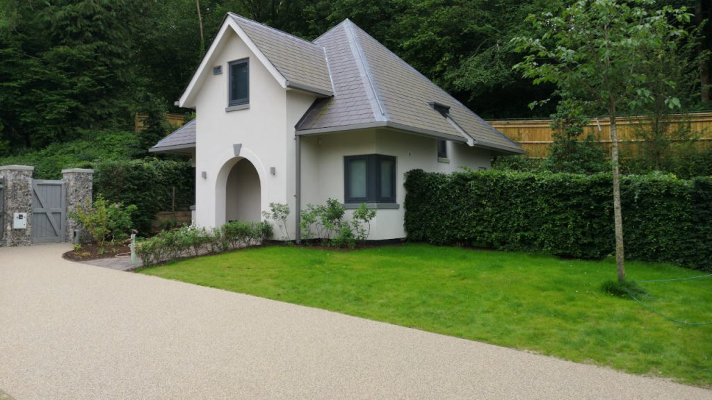 Resin Bond Stone Driveway in London White marble gravel