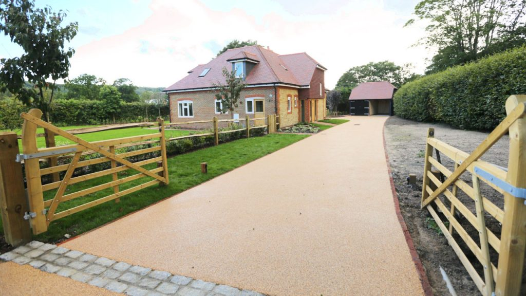 Resin Bound Stone driveway Product Autumn Gold gravel