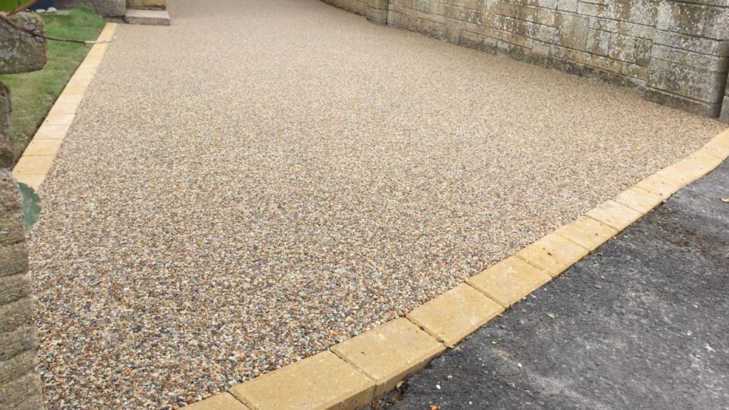 Resin Bound Stone Driveway in London. Ocean Pearl gravel