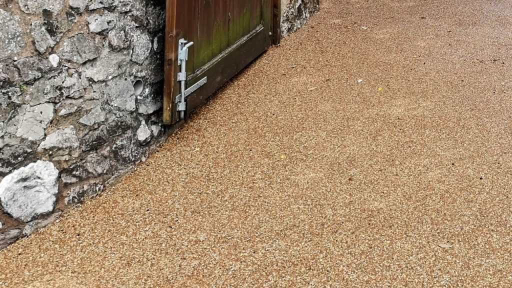 Resin Bound Stone Driveway in Bridgwater Spring Taupe gravel