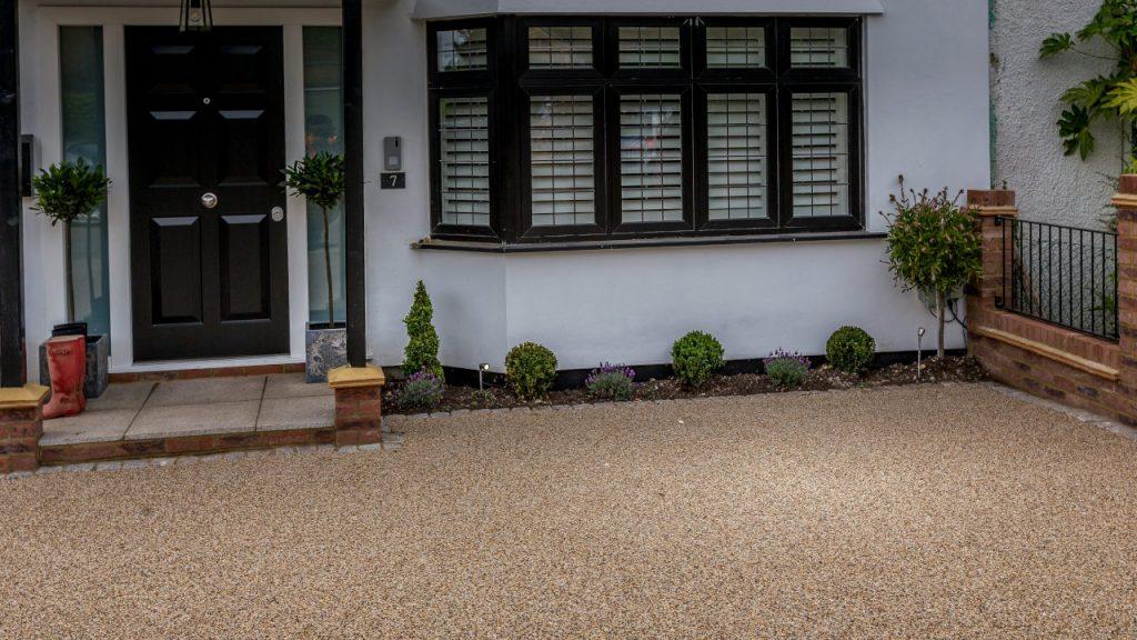 Resin Bound Stone Driveway in Barnet Summer Pearl gravel