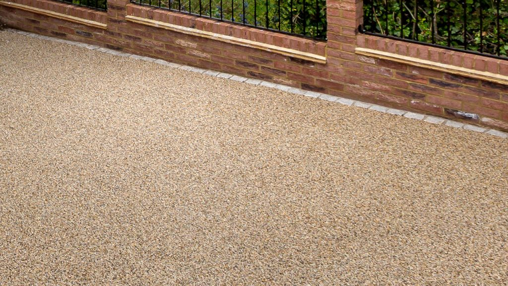 Resin Bound Stone Driveway in Barnet Summer Pearl gravel