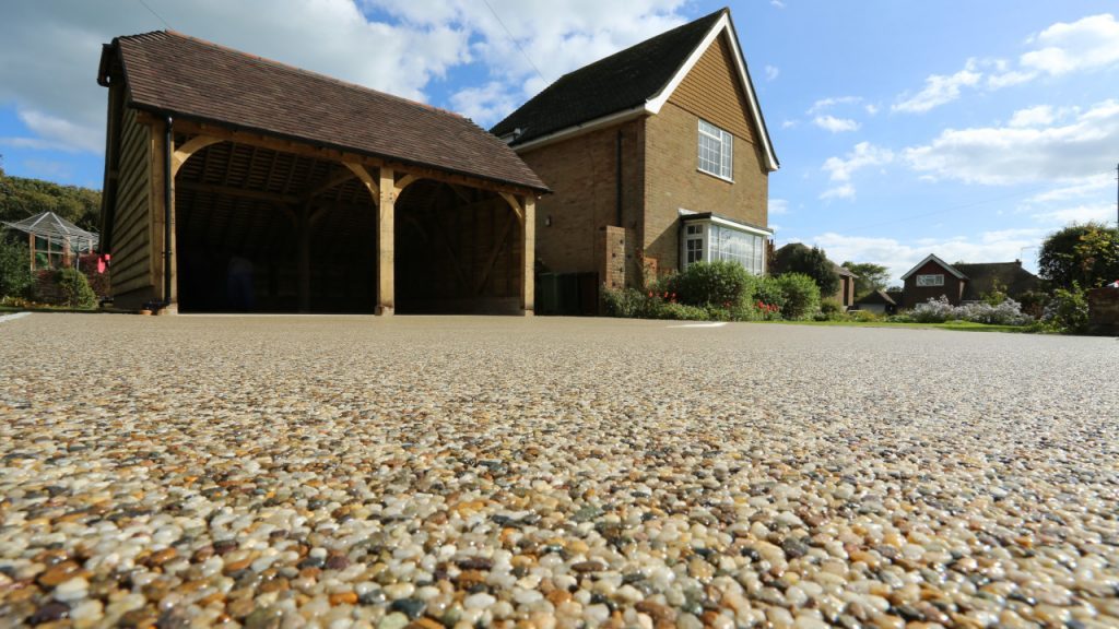 Resin Bound Stone Driveway in Brighton Summer Pearl gravel