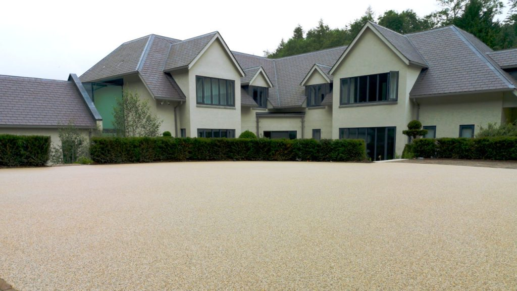 Resin Bound Stone Driveway in London White marble gravel