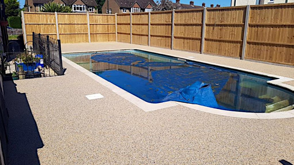 Resin Bound Stone swimming pool surrounding Fayre Fleck