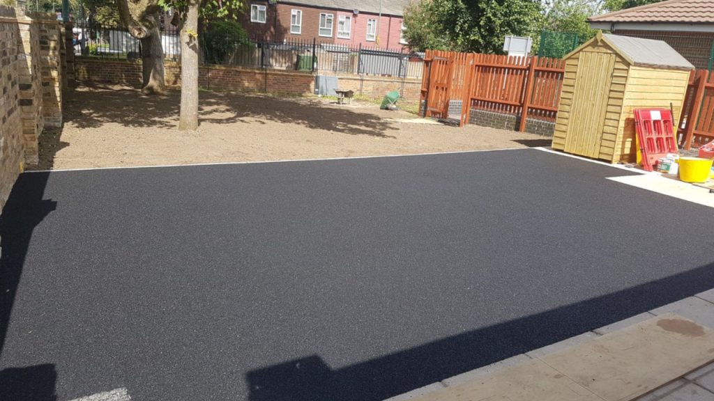 Rubber Patio Area: Black wetpour EPDB